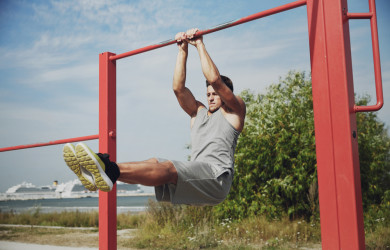 L-sit hang on bar