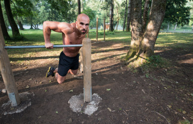 Chest dips street workout