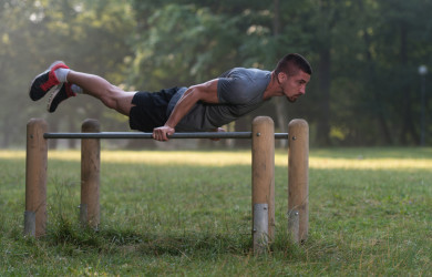 Planche street workout